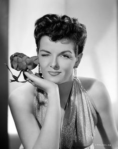 Jane Russell www.q=Jane+Russell Old Hollywood Glamour, Golden Age Of Hollywood, Vintage Glamour, Vintage Hollywood, Hollywood Stars, Classic Hollywood, Hollywood Icons, Vintage Beauty, Divas