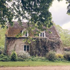 Old Country Houses, The Dreamers, Countryside, Mansions, Photo And Video, Interior Design, House Styles, Cabins, Cottages