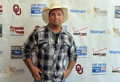 Garth Brooks Photos - Musician Garth Brooks attends the Oklahoma Twister Relief Concert to benefit United Way of Central Oklahoma May Tornadoes Relief Fund at Gaylord Family Oklahoma Memorial Stadium on July 6, 2013 in Norman, Oklahoma. To donate go to www.unitedwayokc.org or text REBUILD to 52000. - Oklahoma Twister Relief Concert To Benefit United Way Of Central Oklahoma May Tornadoes Relief Fund - Backstage, Audience & Press Room  😇😇😇😇😇😇😇💜💜💜💖💜💜💜