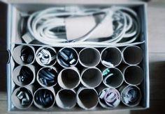 Tubos de papel higiénico para organizar los cables