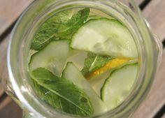 Detox water met citroensap en munt focus on foodies