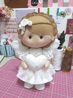 Easy Diy Crafts, Crafts For Kids, Arts And Crafts, Felt Dolls, Baby Dolls, Felt Crafts, Fabric Crafts, Boy Baptism Centerpieces, Felt Giraffe
