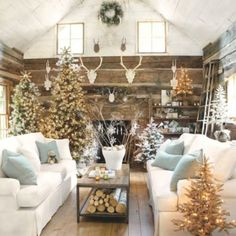 Gorgeous!  Wish this was a log cabin to rent for Christmas!! Suzanne Living Room