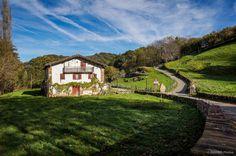 Paisajes y lugares de #Navarra que enamoran... Urdazubi/Urdax, Valle de Baztán (By S. Muñoz) --> http://www.turismo.navarra.es/esp/organice-viaje/recurso/Localidades/2634/UrdazubiUrdax.htm
