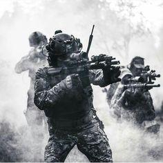 Military Armor, Military Gear, Military Photos, Military Police, Special Forces Gear, Military Special Forces, Airsoft, Royal Thai Army, Military Drawings