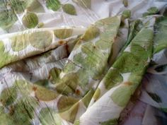 botanical printing on silk pongè. Nature Prints, Nature Paintings, Shibori, Chromotherapy, Natural Clothing, Natural Dyeing, Rose Leaves, Textiles, Diy Crafts For Gifts