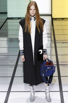 See the complete Anya Hindmarch Fall 2016 Ready-to-Wear collection.
