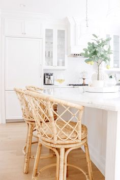 Bringing Texture to the Kitchen with Rattan Stools - Obsessed with my new woven stools! I sourced all of my favorite rattan and woven decor pieces too. Woven Bar Stools, Rattan Counter Stools, Rattan Stool, Kitchen Stools, Rattan Furniture, Kitchen Decor, Kitchen Design, Plywood Furniture, Modern Furniture