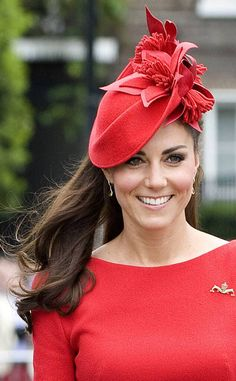 Red on the Head from Kate Middleton's Hats & Fascinators Red hot indeed! We've never seen the duchess look quite so feisty, wearing an exquisite floral Jane Taylor fascinator to match her smoldering frock. Frock For Women, Hats For Women, Deepika Padukone Dresses, Red Fascinator, Fascinators, Diy Fashion, Vintage Fashion, Tea Hats, Crochet Stitches For Beginners