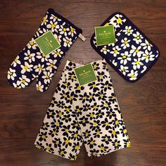 Kate Spade Daisy Fields Kitchen Set Absolutely gorgeous, 100% cotton, machine washable, Daisy Fields print. SEt has oven mitt, pot holder and 2 towels. NWT kate spade Accessories
