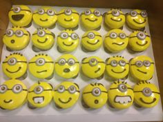 Minion Cupcakes - tutorial.