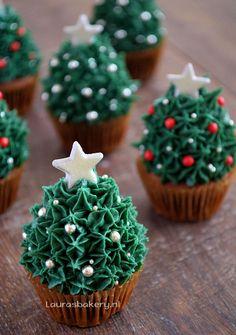 Advent 24: Aardbei Kerstboom Cupcakes - Laura's Bakery