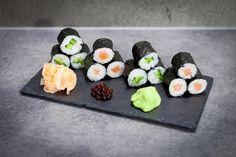 sushi uramaki z kawiorem Sushi Bistro, Sushi Co, Food Presentation, Ethnic Recipes, Youtube, Food Plating, Youtube Movies