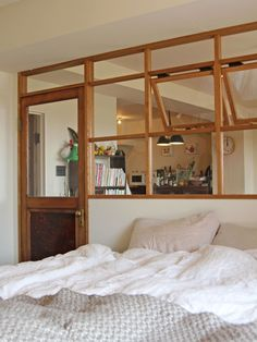 Quirky Home Decor, Cheap Home Decor, Japanese Style Bedroom, Interior Architecture, Interior Design, Home Remodeling Diy, Deco Design, Headboards For Beds, Home Decor Accessories