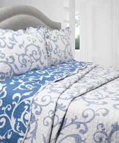 Amazon.com: Pegasus Home Fashions Vintage Collection Teresa Reversible Quilt/Sham Set, Full/Queen Size: Home & Kitchen