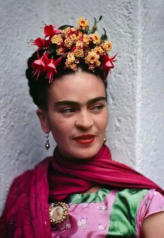 The Intimate and Iconic Photos Nickolas Muray Took of Frida Kahlo by Alexxa Gotthardt. Frida, Pink/Green Blouse, Coyoacan The pioneering color photographer took nearly 90 portraits of Kahlo over a decade, as her lover and close friend. Diego Rivera, Style Hollywoodien, Fridah Kahlo, Frida Paintings, Nickolas Muray, Frida Kahlo Portraits, Crown Drawing, Frida And Diego, Frida Art