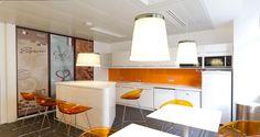 Cafétéria dans les bureaux d'IHS à Paris, France