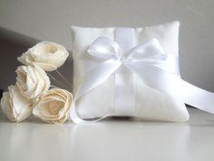 White wedding pillow, ring pillows, wedding ring pillow, ring bearer pillow, wedding ring cushion personalised, bridal pillow - pinned by pin4etsy.com