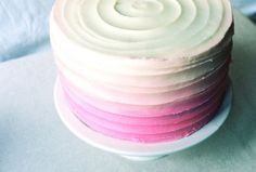 Tutorial on how to decorate a cake with color graduation and swirls. Simple and beautiful.