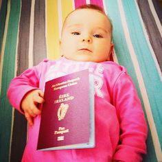 Vài Tháng Tuổi Cô Bé Ésme Đã Đi Du Lịch Vòng Quanh Thế Giới Chỉ vài tháng sau khi sinh Ésme cô bé đã du lịch khắp nơi trên thế giới cùng cha mẹ, nào là Châu Á, Úc,  New Zealand và cả Bangkok nữa. Là cô con gái đầu lòng, cặp vợ chồng trẻ người Anh quyết định trả lại nhà  thuê và xe cộ để lên đường khám phá hành trình du lịch thế giới...