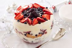 Summer Berry Trifle (minus wine/liqueur)