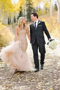 Neutral Wedding dress | Vanilla and Champagne Inspiration | Ispirazione Vaniglia e Champagne | http://theproposalwedding.blogspot.it/ #wedding #matrimonio #autunno #fall #autumn #vaniglia #vanilla #cream #champagne #neutral #nude #elegant