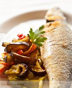 Lubina al horno con verduras fritas