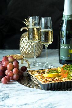 Juhlava lohipiirakka - Sweet Food O´Mine White Wine, Sweet Recipes, Alcoholic Drinks, Alcoholic Beverages, White Wines, Alcohol