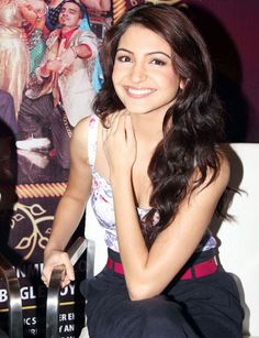 BOLLYWOOD ACTRESS ANUSHKA SHARMA HOT AND BEAUTIFUL PHOTOS  actress anushka sharma
