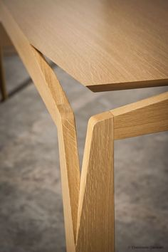 Stellar table - Photo 3 | Image courtesy of Ebenisterie Generale // amazing detail! #furnituredesign  La madera y su capacidad de diseño