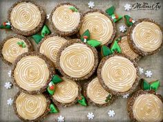 Woodland Christmas Log Cookies by Melissa Joy Fancy Cookies, Iced Cookies, Cute Cookies, Royal Icing Cookies, Cookies Et Biscuits, Holiday Cookies, Cupcake Cookies, Sugar Cookies, Cupcake Emoji
