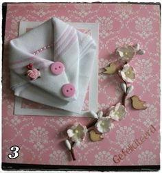Dames Zakdoek gevouwen als een blouse op een kaart