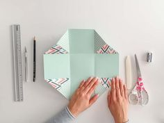 The ultimate step-by-step guide for your first explosion box - part 1 - DIY explosion boxes: connected base area – DIY explosion boxes: connected base area - Origami Box, Origami Easy, Birthday Gift For Wife, Diy Birthday, Explosion Box Tutorial, Heart Template, Christmas Origami, Useful Origami, Paper Crafts