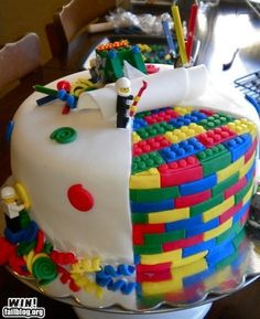 here is a perfect cake for some lego lovers! Im sure that there is a lot of boys that love lego. so here is a perfect cake! The lego looks so real and that cake is amazing it self Fancy Cakes, Cute Cakes, Pretty Cakes, Yummy Cakes, Beautiful Cakes, Amazing Cakes, It's Amazing, Cake Cookies, Cupcake Cakes