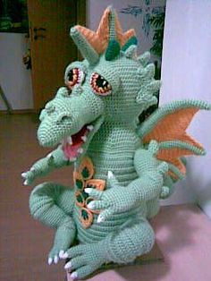 AMIGURUMI ARTIST: Draxi Dragos  This crochet artist use to share her patterns for free but that has changed. It seems people were taking her patterns & selling them all over the internet. May KARMA kick them in the arse!!  She will share if you email her.  Her designs are AMAZING!!!
