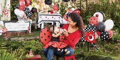 Don't miss out on our Ladybug Party Favors and Gifts! You can throw her a Ladybug Party party that is out of this world! Birthday Express will provide you with all the materials you need to make it happen. Party Box, Black Balloons, Latex Balloons, Birthday Games, 1st Birthday Parties, Ladybug Smash Cakes, Helium Filled Balloons, Gatsby Theme, Ladybug Party
