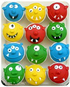 Muffins monstres rigolos Cartoon Cupcakes, Mickey Cupcakes, Monster Cupcakes, Halloween Cupcakes, Monster Party, Cupcake Cakes, Cupcake Ideas, Muffins, Cake Models