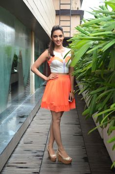 Kiara Advani wore a combo of white zipped crop top and peach orange skirt, which she accessorized minimally with a golden watch, while promoting 'Fugly' . Her hair and make up, that was also kept simple, enhanced her outfit perfectly Beautiful Girl Indian, Most Beautiful Indian Actress, Beautiful Gorgeous, Beautiful Models, Bollywood Girls, Bollywood Fashion, Bollywood Heroine, Indian Celebrities, Bollywood Celebrities