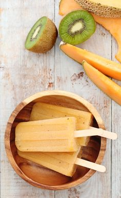 Yes please! Cantaloupe and Kiwi Daiquiri Popsicles, definitely would be perfect in this heat!