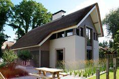 marco van veldhuizen - Google zoeken Dormer Bungalow, New Urbanism, Thatched House, Holland, Vernacular Architecture, Modern Bungalow, Modern House Design, My House, Building A House