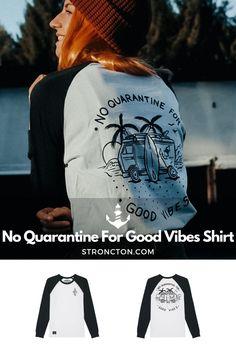Good Vibes lassen sich nicht in Quarantäne stecken, es gibt genug andere Dinge für die wir dankbar sind. Das brandneue Longsleeve wurde aus 100 % hochwertiger Bio-Baumwolle unter fairen Bedingungen produziert. 1€ spenden wir an THE STRONCTON FOUNDATION. Ein Shirt zum Wohlfühlen, es ist super bequem sitzt und passt gut. Mehr nachhaltige Streetwear und Stuff findest du bei Stroncton im Online Shop. #longsleeve #t-shirt #stroncton #stronctonfamily #heartoverbucks #klamotten #fair #sustainable Longsleeve, Baseball Shirts, Good Vibes, My Outfit, Streetwear, Sweatshirts, Sweaters, Inspiration, Clothes