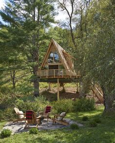Entire home/apt in Newfane, United States. Our beautiful cabin in the trees was built by Pete Nelson and was featured on Animal Planet's Treehouse Masters! A Frame Cabin, A Frame House, Home Design, Interior Design, Cool Tree Houses, Tiny Houses, Tree House Plans, Shed To Tiny House, Tree House Designs