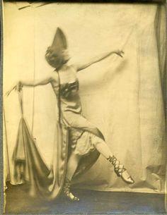 Anna Pavlova poses partially clothed for Malvina Hoffman.