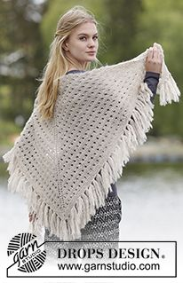 "Gebreide DROPS omslagdoek met kantpatroon en franjes van ""Brushed Alpaca Silk"". ~ DROPS Design"
