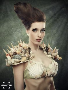 shells and hair by Heiner Seemann, via mermaid shell epaulettes bra Merman Costume, Sea Costume, Mermaid Man, Mermaid Shell, Halloween Cosplay, Halloween Costumes, Mermaid Costume Makeup, Mermaid Parade, Scary Costumes