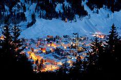 perierga.gr - Πανέμορφα χωριά στα βουνά του κόσμου! Davos, Swiss Alps, Never Stop Exploring, My Heritage, Switzerland, Wander, Places Ive Been, Mount Everest, Beautiful Places