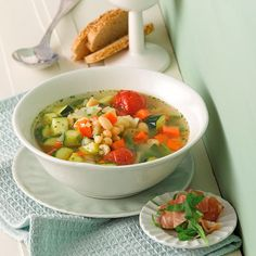 be - Weight Watchers Recepten - Minestrone met Parmaham Weith Watchers, Soup Recipes, Healthy Recipes, Zucchini, Good Food, Yummy Food, Go For It, Homemade Soup, Weight Watchers Meals