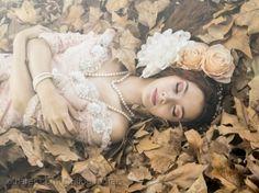 /A Bela Adormecida Girls Dresses, Flower Girl Dresses, Crown, Wedding Dresses, Flowers, Fashion, Sleeping Beauty, Pictures, Dresses Of Girls