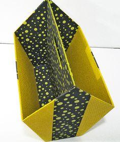 Porte-revues. Réalisé par Marie-Claude. Cardboard Organizer, Cardboard Box Crafts, Paper Craft, Styrofoam Crafts, Space Crafts, Diy Box, Easy Diy Crafts, Art Plastique, Fabric Covered