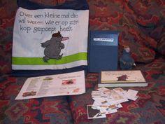 """Wat zit in de verteltas """"Over een kleine mol die wil weten wie er op zijn kop gepoept heeft""""? - Verteltas van Charlotte Moeyaert. Literacy Bags, Conte, Speech Therapy, Album, Teaching, Books, Kids, Carnival, Animaux"""
